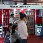 Khách hàng đón xem sản phẩm mới của Công ty Romal